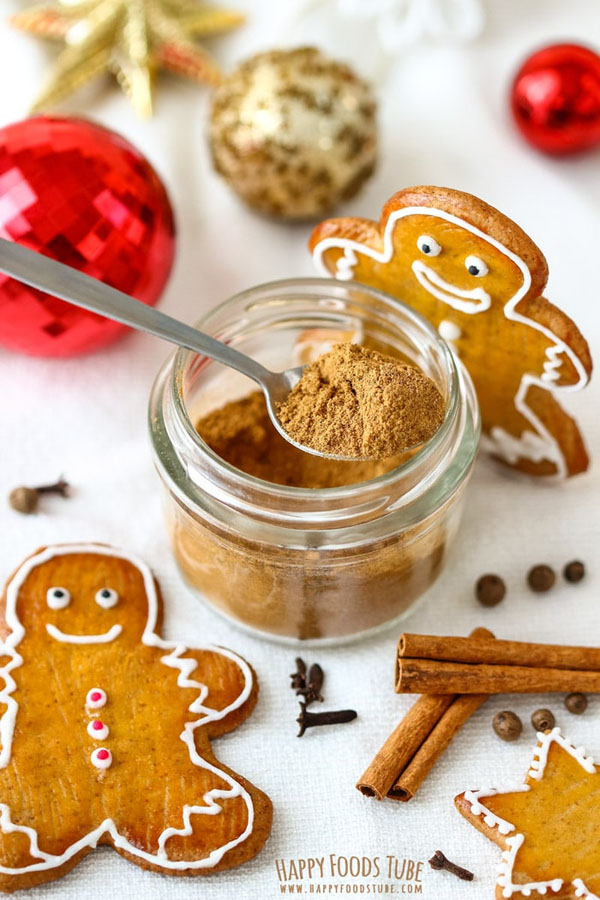 Homemade Gingerbread Spice Mix from Happy Foods Tube | Featured in Best Christmas Gifts for Teachers Roundup {OneCreativeMommy.com}