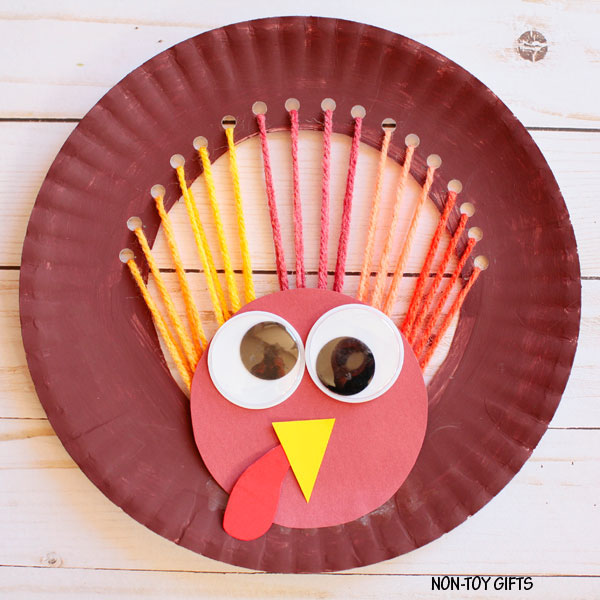 Yarn and Paper Plate Turkey Craft from Non Toy Gifts | Featured in the Ultimate Turkey Crafts for Kids Roundup {OneCreativeMommy.com}