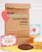 Cheer up your kids' lunch box with these clever and adorable Valentine Lunch Box jokes! Free printables {OneCreativeMommy.com} #valentine #valentinejokes #lunchboxjokes #lunchboxlovenotes #valentinesday #schoollunch