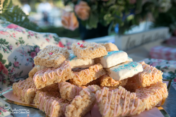 Specialty rice krispie treats for a gluten free wedding reception {OneCreativeMommy.com} #glutenfree #weddingreception #weddingfood