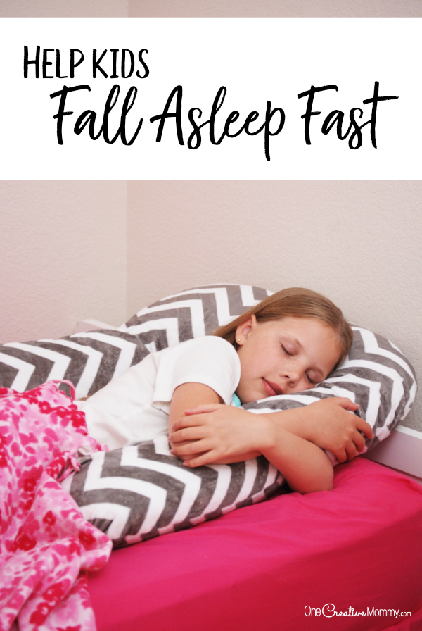 Find out the secret to help kids fall asleep fast and stay asleep! {OneCreativeMommy.com} Parenting Tips, Sleep Tips, Sleep ZZZ pillow #parentinghacks #sleephacks #ad