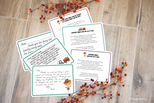 These adorable printable thank you notes are the perfect way to kick off November. Start a gratitude chain as you pay it forward and share your thanks with family, friends, neighbors and coworkers. {OneCreativeMommy.com} #thanksgiving #thankyoucards #thankyounotes #gratitude
